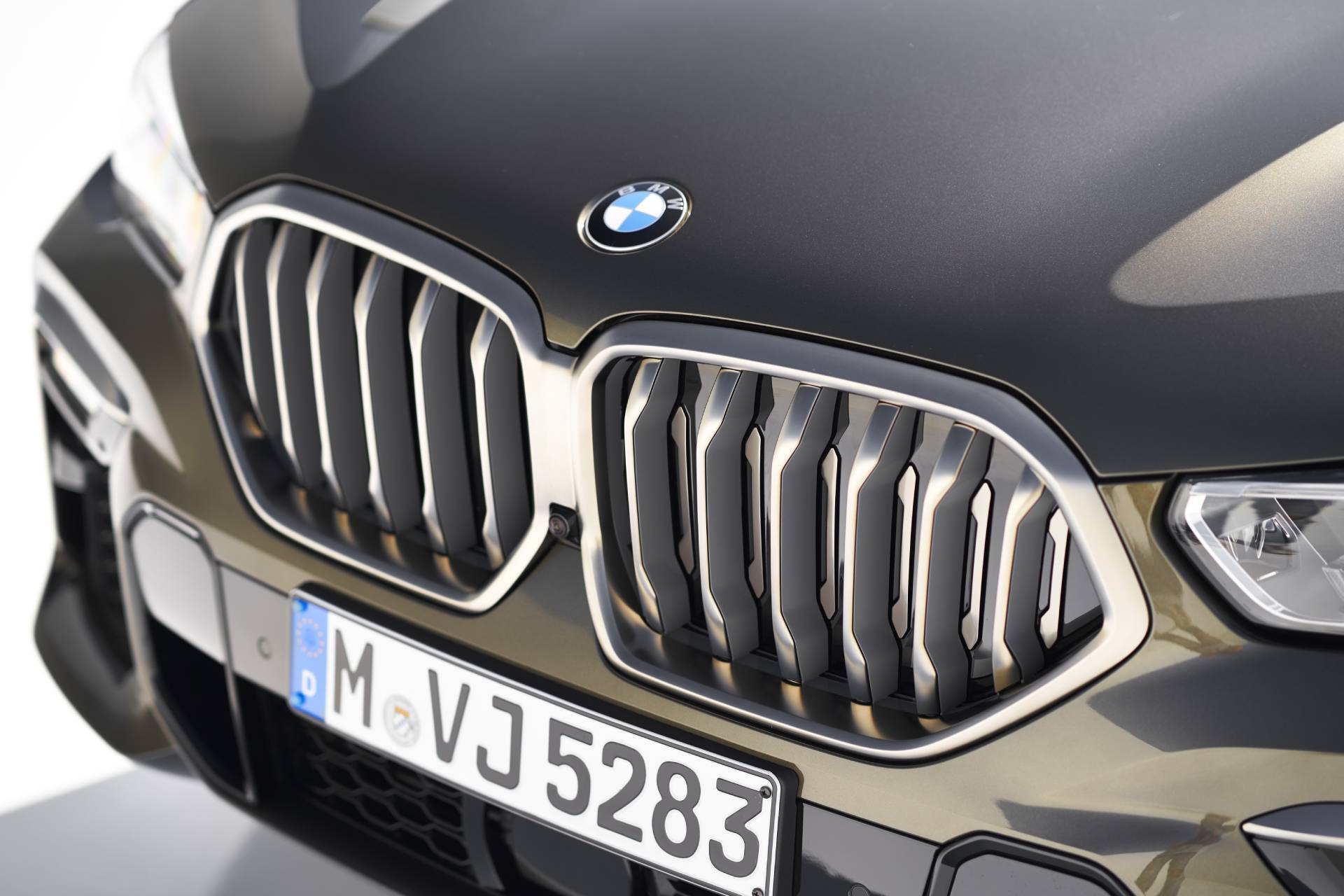 P90356720_highRes_the-new-bmw-x6-inter (1)