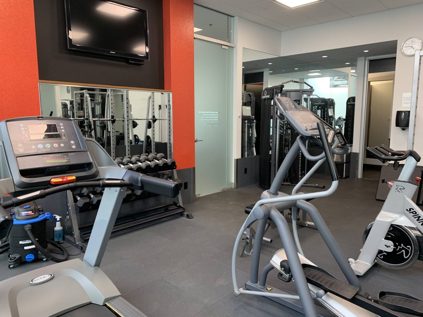 Gym room of Mercedes-Benz Rive-Sud.
