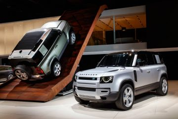 Land Rover Defender 90 and 110 at the Frankfurt Auto Show. Credit: Land Rover Newsroom