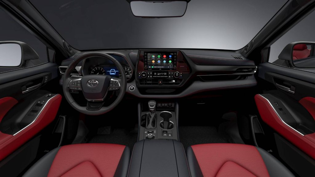 Front dash and console of the 2021 Toyota Highlander XSE. Credit: Toyota Newsroom